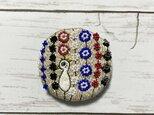 手刺繍オリジナルブローチ*銀色孔雀の画像