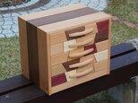 銘木で作った5段の隠し個所付引き出しの画像