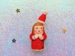 サンタの仮装のひとブローチの画像