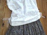 フレンチ袖のトップス(刺繍生地)の画像