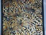 ギルディング和紙 乱菊柄 黒和紙 黃混合箔の画像