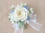 白い巻き薔薇のブーケ*シルクデシン製*コサージュの画像