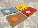 選べる4色 トリヨンの花つきカードケースの画像