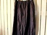チャコールリネンのロングスカートみたいなワイドパンツの画像