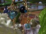 青いほおずきのピアス・イヤリング 「水灯籠」の画像