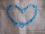 ブルーのハート/スウェーデン刺繍のリネンクロスの画像