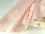草木染刺繍ハンカチ蘭(サーモンピンク)の画像