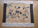 初夏のタペストリー ビンテージ麻 藍の型染 ドクダミの画像