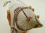 麻きんちゃく(赤と黒のレトロな自転車)の画像