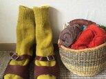手編みの靴下 からしの画像