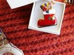 七宝焼ピンブローチ(,ピンズ) クリスマスのプレゼントブーツ(赤)の画像