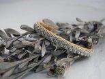 トナカイの革×ピューター糸の3つ編みブレスレット nudeの画像