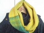 手織り スヌード 黄色 緑の模様入りの画像