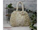 【再販】ころんとした形がかわいい・もこもこニットバッグ(オフホワイト)の画像