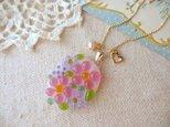 ミルク色ガラスのピンク&ラベンダーの小花と淡水パールネックレスの画像
