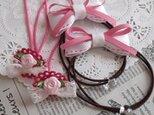 ピンクバラとレースリボンのゴムと白ステッチのりぼんゴム 2組の画像