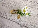 【即納可】小さな花束のピンブローチ■ホワイトデイジーの画像