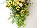 Sunflower basket hangingの画像