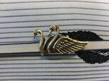 真鍮製 つがい白鳥型帯留め 着物や浴衣の帯どめ飾りにの画像