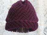 毛100% ななめ編みのニット帽子(ワインレッド・模様入り)の画像