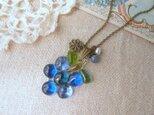 (受注制作)ガラスのブルーベリー&カイヤナイト・淡水パールネックレスの画像