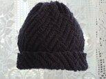毛100% ななめ編みのニット帽子(黒色・模様入り)の画像