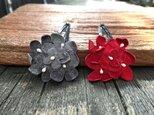 革花のブーケスリーピン 2個セット グレーと赤の画像