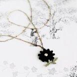 ナチュラル黒花ネックレスの画像