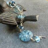 Blue and silver artisan glass braceletの画像