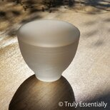 無色透明ガラスのインテリアトレイ -「 灯りのたね 」● 直径9cm ● つや消しの画像