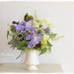 【仏花】蘭とリキュウソウのエアリー感たっぷりなお供え花 ギフトにもお薦めですの画像