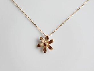 6枚の花びらのネックレスの画像