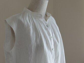 M~LL 白いリネンのノースリーブギャザープルの画像