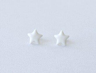 白磁のピアス(星)14kgfの画像