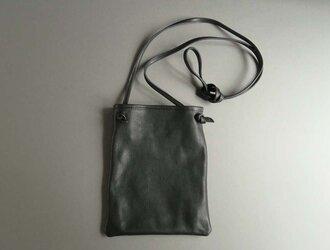 flat shoulder bag (black)の画像