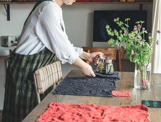 teint TE-004C [日本製品染め]リネン プルオーバーエプロンロング(チェックオリーブ)の画像