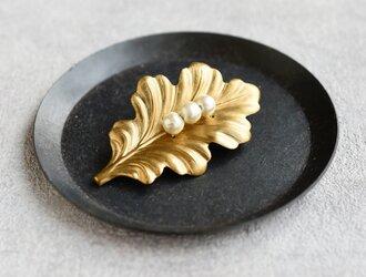 再販可能・メルマガ掲載【ブローチ】ヴィンテージな真鍮 オークリーフ パールの画像
