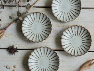 菊豆皿 やさしい雰囲気の白マット系の画像
