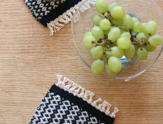 北欧手織りのウールコースターnavy×blackの画像