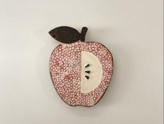 赤いりんごの陶板の画像