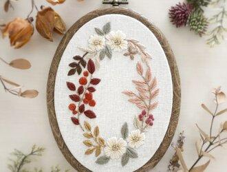 【刺繍キット】秋色植物の刺繍ミニフレームの画像