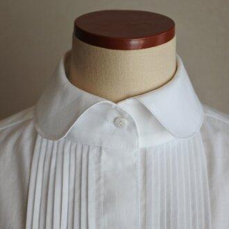 白のたっぷりピンタックシャツ