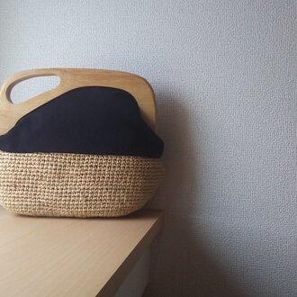 マダガスカル産ラフィアとヴィンテージ帆布の木工口金デザインバッグ(black)