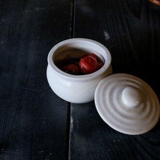1600年創業 13代目職人 加藤さんのつくる甕(かめ)1合・白(蓋物・漬物入れ・調味料入れ)梅干し約7個ほど入ります
