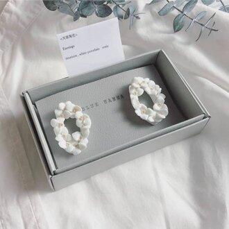 白磁 天草陶花の耳飾り オーバルリース