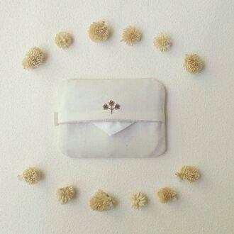 花刺しゅうのポケットティッシュケース(ブラウン)