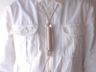 毎日のおともに。ヌメ革(生成り)のペンとイヤホンのホルダー【ichi / いち】  #手縫い  #選べるアルファベット刻印の画像