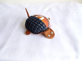 手織り久留米絣:茶色の亀のピン・クッション(P-1)の画像