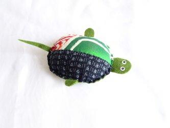 手織り久留米絣:緑色の亀のピン・クッション(P-2)の画像
