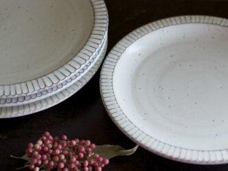 白釉 リム皿(鎬/8寸)の画像